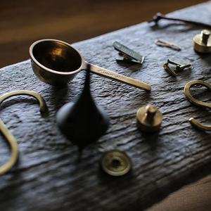 暮らしをちょっとだけ輝かせてくれる魅惑の素材、「真鍮(しんちゅう)」のお話