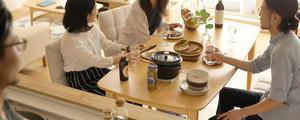 伸長式ダイニングテーブルの魅力と、選ぶポイントをご紹介します。