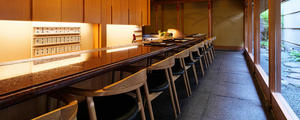 老舗の日本料理屋「 京都祇園 天ぷら八坂圓堂 」こだわりのチェアをお届けいたしました。