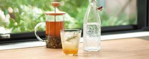 夏におすすめ! 材料を入れればできる、ミントのハーブコーディアルの作り方