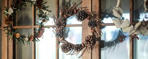 公園で拾った木の実や落ち葉を使って、クリスマスリースを作ろう!