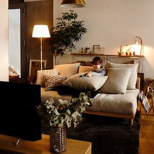 東京店スタッフがおススメするRe:CENOオリジナルソファの快適な過ごし方をご紹介します。