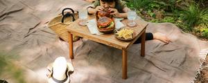 カバンに丸めて運べる、美しい木目のミニテーブルをDIY!