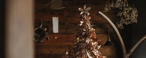 バラしたドライの植物たちを使って、クリスマスツリー作りに挑戦!