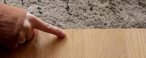 無垢材テーブルを使用している方へ!天板の割れを防止するポイントをご紹介します。